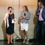 Saller Marianna az est két házigazdájával, Keleti Andreával és Rákóczi Ferivel beszélget a ruhákról.