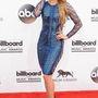 Shakira a legtöbb meghívottal ellentétben remekül nézett ki Julien Macdonald ruhájában.