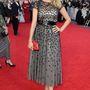 Tess Daly angol modell és tévés műsorvezető sokkal visszafogottabban öltözött fel, mint ír kolléganője.
