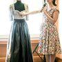 Kézzel készül a Hoschek-dirndli, Ausztriában, a legjobb anyagokból, ezért némelyik 1000 eurónál is drágább. A tervező egy tradicionális osztrák esküvői viseletet mutat.