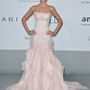 Izabel Goulart Emilio Pucci estélyije olyan, mint egy tollas műkorcsolyázódressz és egy hableány-ruha keresztezése, mégis kifejezetten szép.