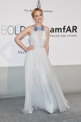 Heidi Klum is Atelier Versace ruhában van, akárcsak Jane Fonda, és neki is jól áll.