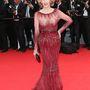 Jane Fonda bordó Elie Saab-estélyiben Cannes-ban