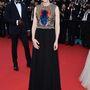 Cate Blanchett a film bemutatóján 2014 őszi-téli Givenchy ruhában, Chopard fülbevalókkal.