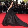Sonam Kapoor indiai színésznő és modell a L'Oreal India szépségnagyköveteként vett részt május 18-án a The Homesman premierjén. Elie Saab Spring 2014 Couture ruha és Chopard ékszerek emelik ki szépségét.