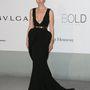 Paz Vega egy Kardashian-feneket imitáló Fitriani Couture estélyiben jelent meg az AmfAR gálán.