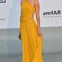 Rosie Huntington-Whiteley Emilio Pucciban az AmfAR gálán.