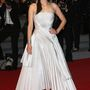 Marion Cotillard egy sokkal csinosabb Dior Couture ruhában és Louboutin 'Iriza' cipőjében vonult a L'Homme Qu'On Aimait Trop május 21-i premierjére.