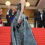 Araya A. Hargate színésznő a L'Oreal thai szépségnagyköveteként kapott meghívót a  The Search premierjére. A Kaufmanfranco 2014-es őszi-téli estélyije nekünk nem a kedvencünk, de a Red Carpet Fashion Awards olvasóinak nagyon tetszett.