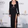 Rosie Huntington-Whiteley május 20-án a De Grisogono gyémántkereskedő cég bulijába volt hivatalos, egy 2014 őszi-téli kollekciós Cushnie Et Ochs ruhában jelent meg.