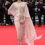 Sonam Kapoor Anamika Khanna ruhában látogatott el a Foxcatcher premierjére május 19-én.