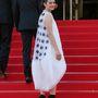 Ezt viszont nem annyira szerettük: a palástszerű estélyiért a Christian Dior Couture felelős. A színésznő a Two Days, One Night esti premierjére vette fel - jobban tette volna, ha nem öltözik át.