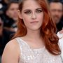 Kristen Stewart új hajszíne borzalmas. Egyszerűen annyira rossz, hogy a sminkjére nem is tudunk figyelni.