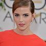 Emma Watson Dior gyöngyfülbevalóval a Golden Globe-on.