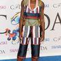 Lupita Nyong'o ruhájától a legtöbb divattal foglalkozó portál elájult. Nálunk elmegy kategória, de a 15-be így is belefér.