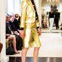 Az aranykosztüm sem megy ki a divatból 2015-ben.