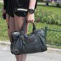 Egy eredeti Balenciaga táska több mint fél millió forintba kerül.