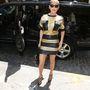 Jennifer Lopez diszkóméhecske szereléséért  Emanuel Ungaro felel. Az énekesnő június 7-én a New York-i Beats By Dr. Dre Store-ban reggelizett így.