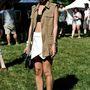 A hasvillantás lehet laza is: ez a Victoria's Secret tervező, Allie egy New York-i fesztiválon mutatja meg, hogy melltartóban is utcára lehet menni. Csak fölé kell venni valamit, ugye.