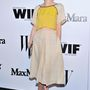 Nora Zehetner színésznő a MaxMara és W Magazine közös koktélpartiján egy természetes anyagú, laza hasvillantós összeállításban ment el.