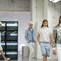 A Common futurisztikus ruhadarabokat álmodott meg.