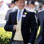 Harry herceg bemutatja, hogy a hivatalos öltözet sem feltétlenül unalmas.