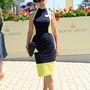 Amanda Wakeley divattervező légiutas-kísérőnek öltözött.