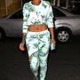 Rihanna szettjére viszont nincs magyarázat. Ha itthon hordaná valaki, kiröhögnék, ő viszont stílusikon?