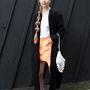 Idén is menő éesz zoknival hordani a szandált. Ő itt Dasha Kina, divattervező-tanonc.
