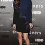 Liv Tyler egy premierre ment fekete és sötétkék összeállításban.