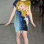A tokiói repülőtéren is Csipkerózsikás pólóruhában és Miu Miu cipőben pózolt a kamaszlány.