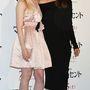Fanning rózsás övvel átfogott Lanvin ruhában, míg Angelina Jolie ezúttal is a feketét választotta.