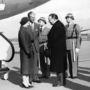 1957: II. Erzsébet és Fülöp herceg Portugáliában landolt. Akkoriban még magasabb sarkú cipőben járt a királynő, de ezeket a lábbeliket is az Anello & Davide tervezőpáros készítette.