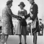 1972: Erzsébet királynő és Fülöp herceg a holland királynővel találkozik. Itt már kicsit alacsonyabb a sarok, kényelmesebbnek tűnik a cipő.