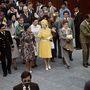 1975, Mexikó: a mai napig szereti a királynő, ha ugyanabból a fazonból többféle szín is megtalálható szekrényében.