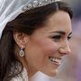 Katalin esküvői tiaráját 1936-ban platinából készítették a Cartiernél York hercegének megbízásából.