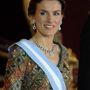 Madridban a tiarához még egy feltűnő fülbevalót és nyakláncot is passzintott.