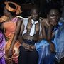 Itt pedig a Shawili Fashion show-ja előtt pihennek.