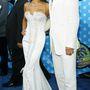 A focistafeleség földig érő, fűzős Versacét választott a 2003-as MTV Movie Awardsra, David Beckham pedig nejéhez öltözött.