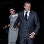 Beckham szokásához híven elegánsan, míg felesége mintha egy Hitchcock filmből lépett volna elő 2008-ban Manhattanben.