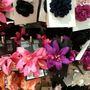 H&M: kihagyhatatlan fesztiválkellék a virágos csat, vegyen egyet a fürdőruhájával megegyező színben! Egy ezresből kijön.