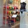 Oysho: nem csak leárazott termékekkel van tele a bolt és a szivárvány minden színében vehetünk bikinit.