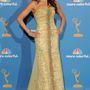 Vergara Carolina Herrera ruhában, Brian Atwood cipőben és Lorraine Schwartz ékszerekben ment a 62. Annual Primetime Emmy Awardsra 2010-ben.