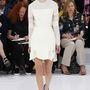 A konzervatívabb Dior is készült fehér miniruhával a szezonra.