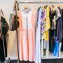 Nőies, többszáz eurós ruhákból sincs hiány.