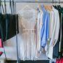 A csipkével és dzsörzével dolgozó cseh Jana Minarikovát legjobban a pihe-puha pulóverei és fehér, csipkés pólói miatt szeretik.