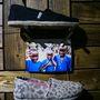 2006 óta már 15 millió pár új cipőt osztott szét szerte a világon Blakre Mycoskie, a TOMS alapítója. A párducmintás cipő a kedvencünk, 19990 forint.