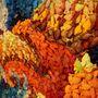 A mű gyakorlatilag egy színes koi ponty, amit nem kevesebb mint huszonötezer, kézzel készített, műanyag halacskából rakott ki a művész.
