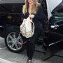 A Chanel 800 és 900 ezer forint közötti áron osztogatja ezt a hátizsákot. Khloe Kardashiannak is jutott belőle.