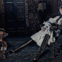 """""""A reklámkampány a kifutón látott őszi-téli kollekció romantikus és vad szépségét kelti életre"""" – nyilatkozta a Vogue Italiának a brit divatház."""